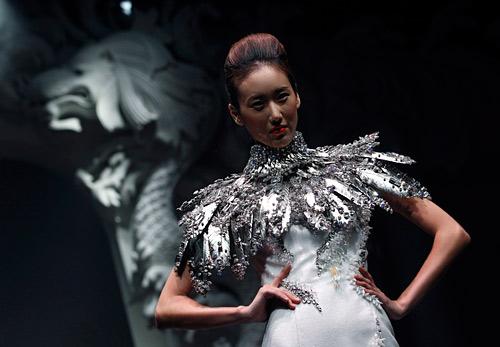 Български дизайнери на френска модна марка покориха подиума в Сингапур