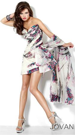 Модни тенденции пролет-лято 2012: Роклите