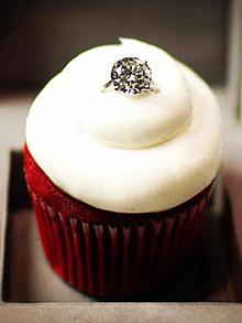 Идея за Св. Валентин - кексче с...диамантен пръстен