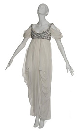 Лейди Гага плати £85250 за рокля на Алекзандър Маккуин