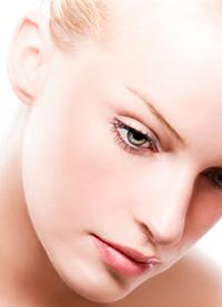 Естествените цветове - хит в макияжа за пролет-лято 2012