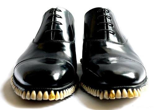 Британски дизайнери създадоха обувки с човешки зъби