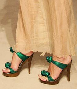 Обувки от змийска кожа за пролетта 2012
