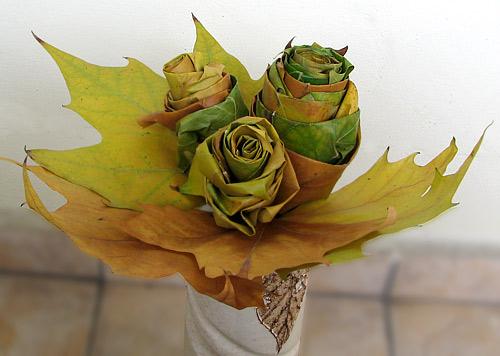 Как да направим красиви рози от есенни листа