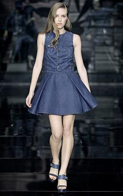 Дънковите рокли - основна тенденция за пролет-лято 2012