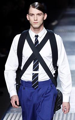 Вратовръзката възкръсна на модния подиум в Париж