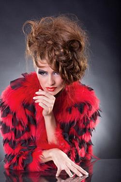 Виктория Джумпарова представя пет актуални абитуриентски прически