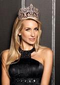 Антония Петрова връчва короната на Мис Несебър