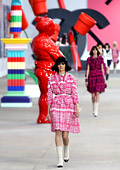 """Карл Лагерфелд съчета модата и изкуството на представянето на колекция Пролет/Лято 2014 на """"Chanel"""""""