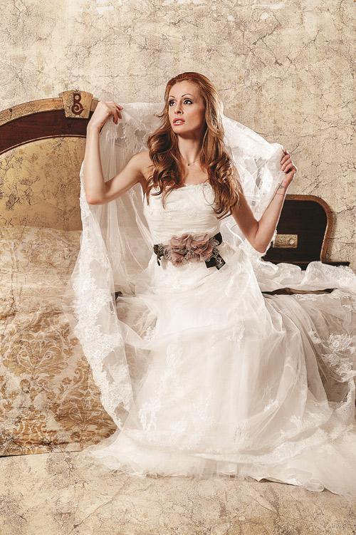 Цвети Разложка в ексклузивна фотосесия с тоалети от Bridal Fashion