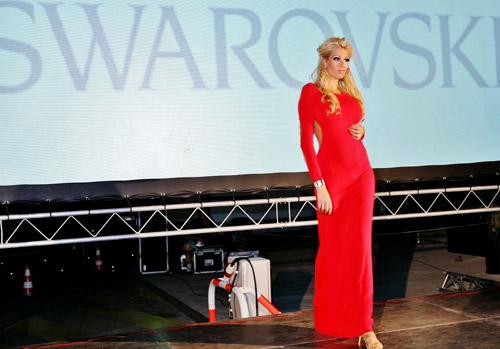 ЛЛуксозни дефилета на Марина Диневи по време на Grand Glamour Show