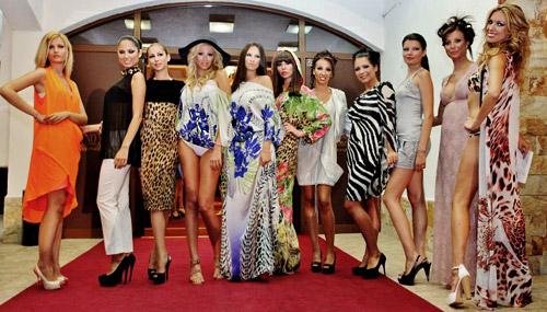 Луксозни дефилета на Марина Диневи по време на Grand Glamour Show