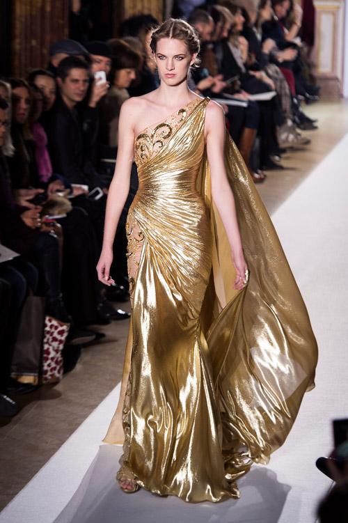 Дизайнерът Зухаир Мурад показа новата си бляскава колекция рокли