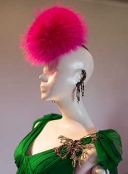 Елза Скиапарели бе възродена от Кристиан Лакроа в новата му колекция
