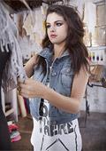 Селена Гомес дебютира с колекция за Adidas NEO