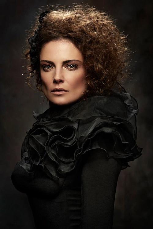 Теодора Духовникова: За да си добър актьор, трябва да излезеш на сцената и да разкриеш душата си!