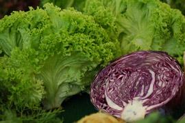 Не слагайте определени плодове и зеленчуци в хладилника