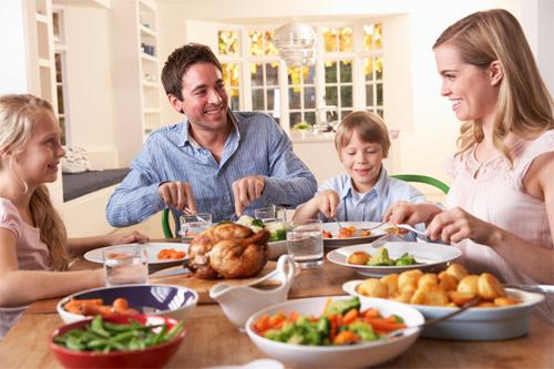 Семействата, които се хранят заедно не страдат от наднормено тегло