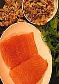 Яжте повече сьомга и орехи против косопад