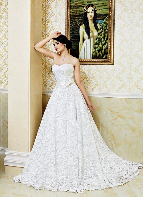 Модни тенденции при булчинските рокли за лято 2013