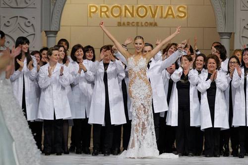 """Pronovias представи """"фабрика на мечтите"""" – юбилейно за своята 50 годишнина"""