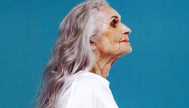 Моделът Дафне Селф продължава да работи и на 86 години