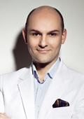 """Кирил Чалъков - """"виновникът"""" за безупречния грим на родните звезди"""