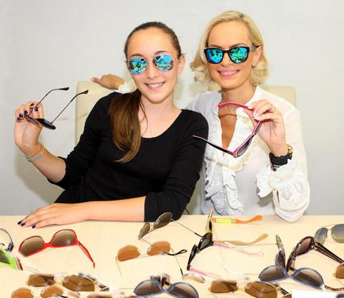 Ива Екимова и Дара с нови очила KWIAT