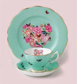 Цветя и пеперуди в линия сервизи за чай на Миранда Кер