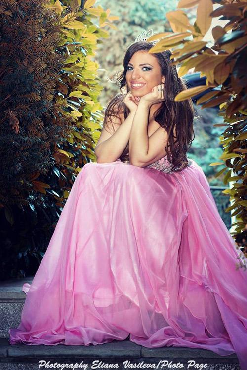 Паолина Петракиева в ексклузивна фотосесия с тоалeти от Bridal Fashion