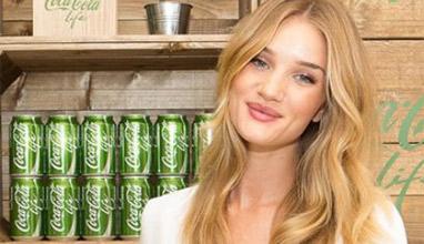 Роузи Хънтингтън е новото рекламно лице на Cola Cola