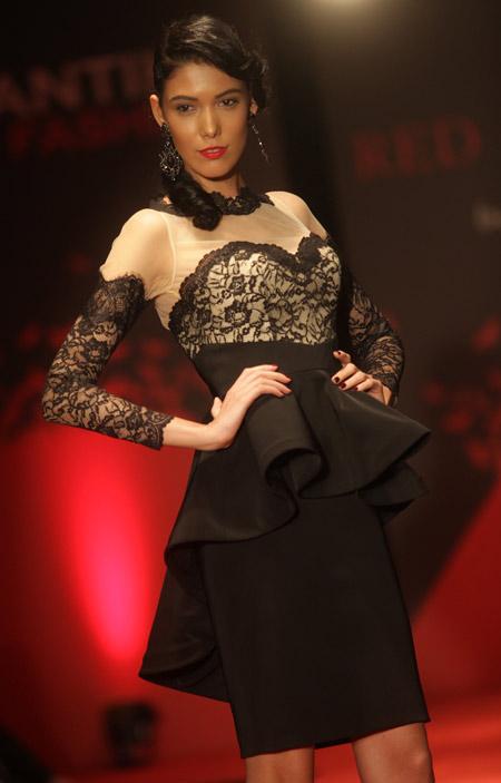 Дизайнерката София Борисова представи колекцията Red Carpet