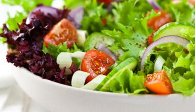 Как мястото ни в ресторанта влияе на избора ни на ястия?