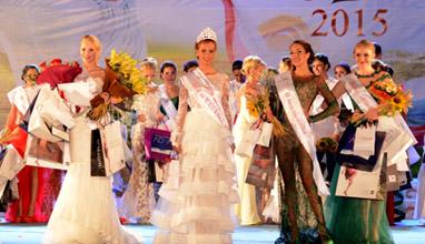 На бляскав спектакъл, по повод 10-тото юбилейно издание на конкурса Мис Варна, бе коронясана новата кралица на красотата на Морската ни столица