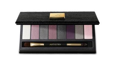 Amway представя новата лимитирана серия сенки за очи ARTISTRY™ Little Black Dress