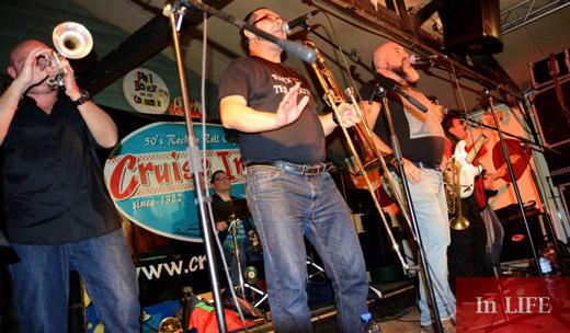 Група АКАГА зарадва публиката в Амстердам с качествена българска музика