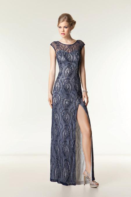 Дръзката абитуриентка избира рокля от булчински салон Арети