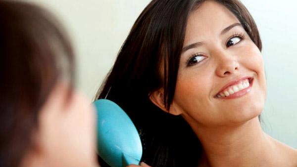 Лесни рецепти за възстановяване на косата в края на лятото