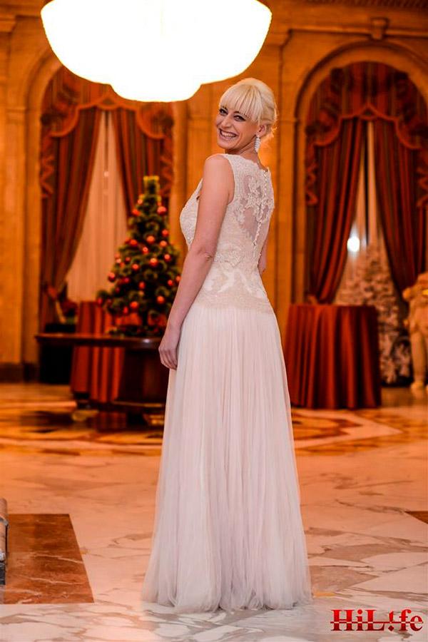 Тоалети от Bridal Fashion  блестят на