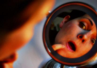 Непълноценното хранене и стресът влияят зле и на кожата