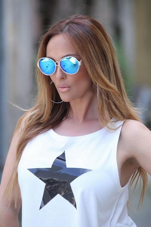 Глория с хитовите кръгли очила за Лято 2015 от KWIAT