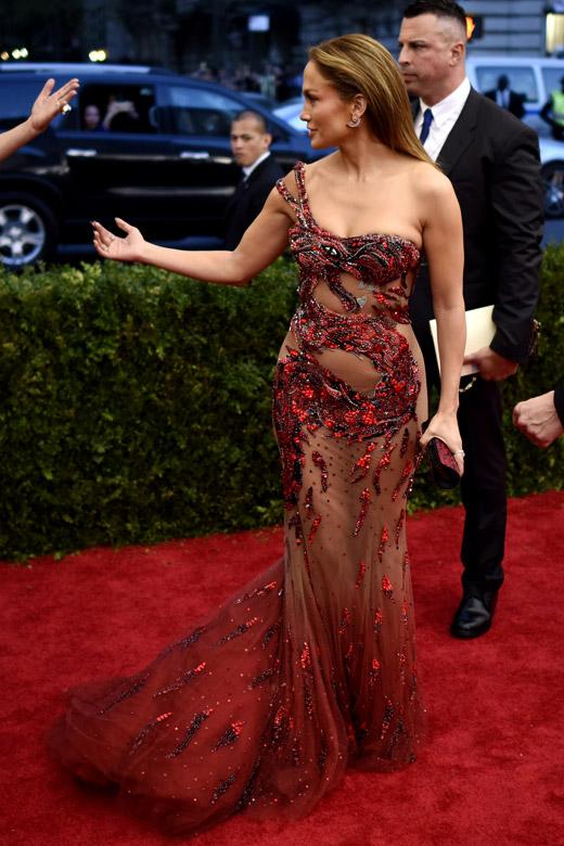 """Талантливата дизайнерка Каролина Ерера е против нашумелите """"голи"""" рокли"""