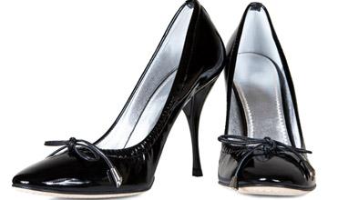 За жените и травмите от носенето на високи токчета