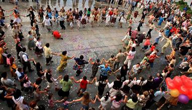24 май - Българите разлюляват с танци и Отава, Канада