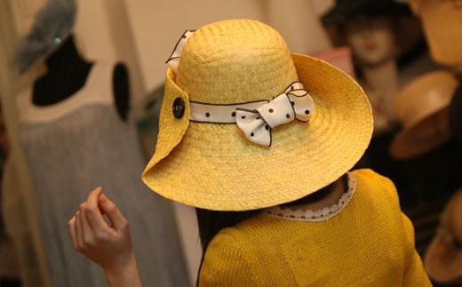 Когато дрехите са аксесоар към шапката