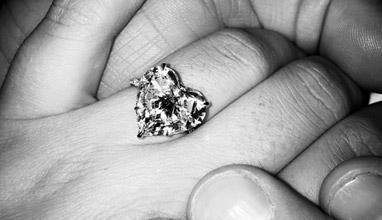 Лейди Гага е сгодена!