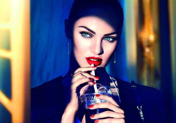 Max Factor представя ново дълготрайно червило за сочни устни през целия ден