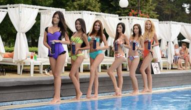 Претендентките за Мис Варна 2015 с плажна фотосесия