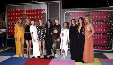 Кой какво облече на видео наградите на MTV