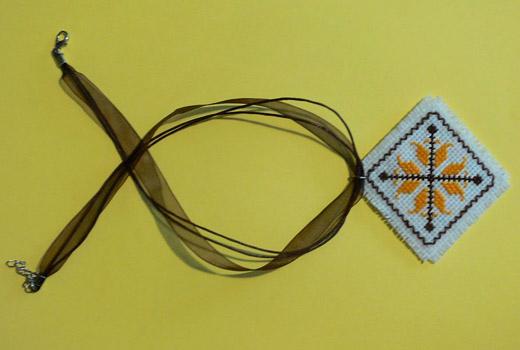 Българският фолклор в модата: Дрехи и аксесоари с декорация от шевици